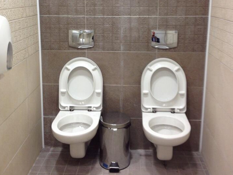 this-ridiculous-photo-of-two-toilets-is-becoming-a-symbol-of-waste-at-the-sochi-olympics